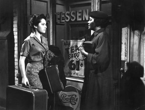 still-of-susan-kohner-and-juanita-moore-in-imitation-of-life-(1959)